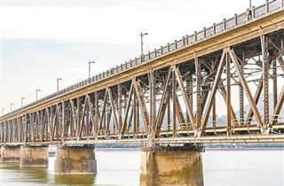 一座桥与一座城市的血脉