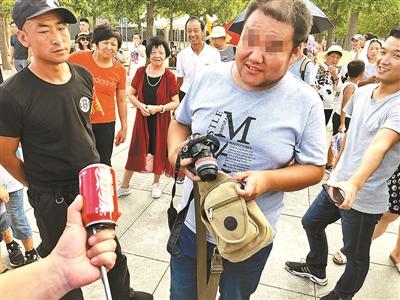 """北京""""黑导游""""生意经:与"""