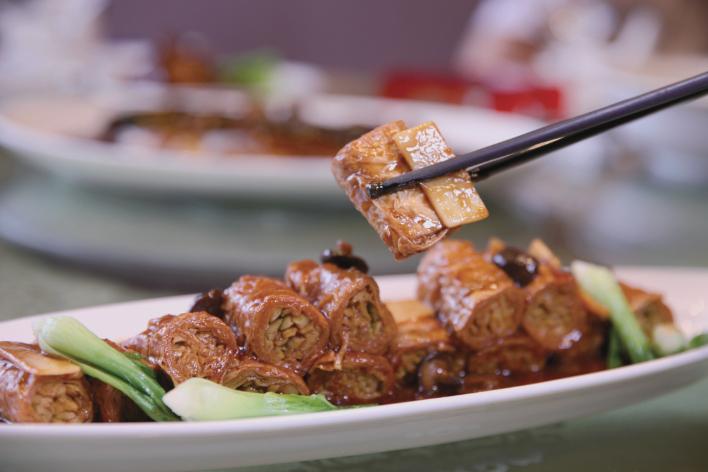 莼菜鱼圆、红烧卷鸡、西